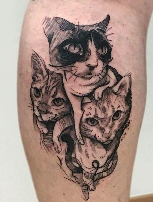 Tatuaje tres gatos en el muslo