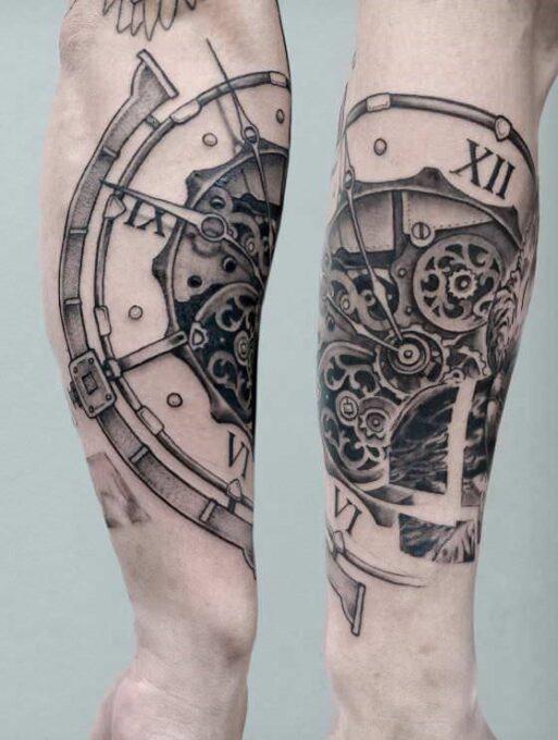 Tatuaje de un reloj biomecánico