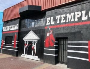Graffiti comercial en Salamanca - Mural para fachada el templo centro de kickboxing