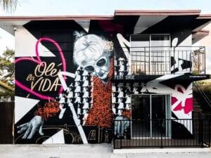 Rotulación a mano en Madrid - Graffiti mural en fachada (Miami)