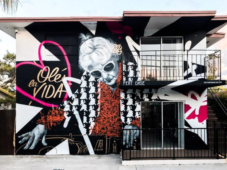 Graffiti mural en fachada (Miami)