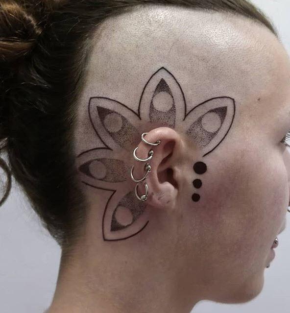 Tatuaje de Mandala en la cabeza