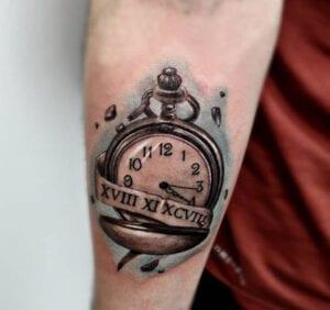 Estudios de Tatuajes en Salamanca - Tatuaje reloj de bolsillo