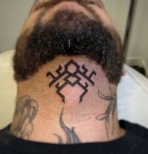 Estudios de Tatuajes en Barcelona - Tatuaje en el cuello