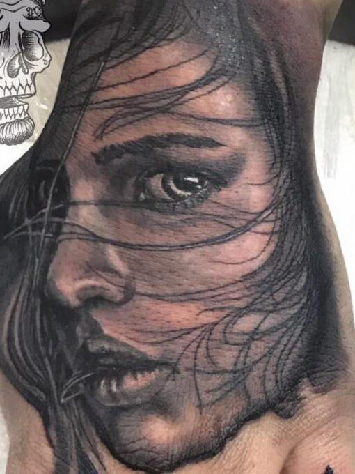Black and grey Tattoo Realista