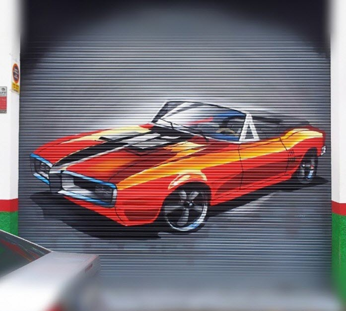 Persiana pintada con un coche