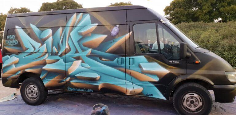 Graffiti en furgoneta con letras en 3D