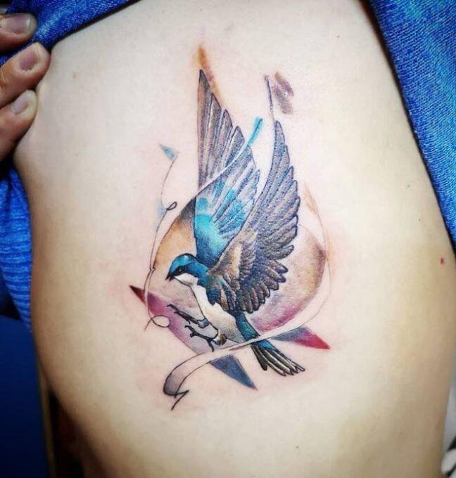 Tatuaje de una golondrina
