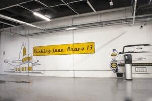 Rotulación a mano en Madrid - Decoración profesional con mural para el parking de Juan Bravo en Madrid