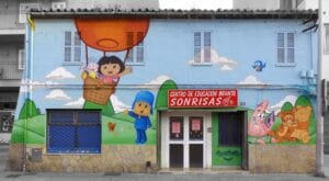 Graffitis - Escoleta sonrisas en calle Aragón de Palma