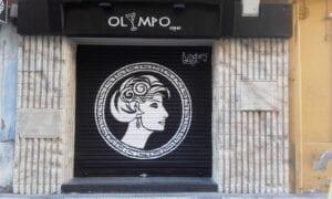 Rotulación a mano en Zaragoza - Persiana y fachada para Bar Olympo