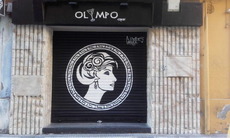 Persiana y fachada para Bar Olympo