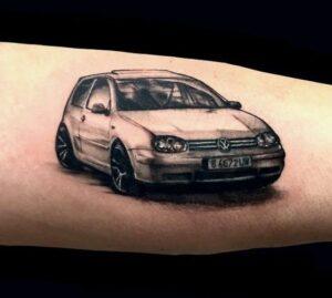 Estudios de tatuajes en Leganés - Tatuaje coche: Volkswagen golf
