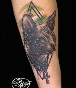 Tatuajes en el brazo - Tatuaje en el brazo de un gato egipcio