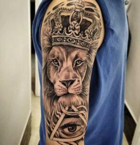 Tatuajes en el brazo - Tatuaje de un león: realismo en el brazo