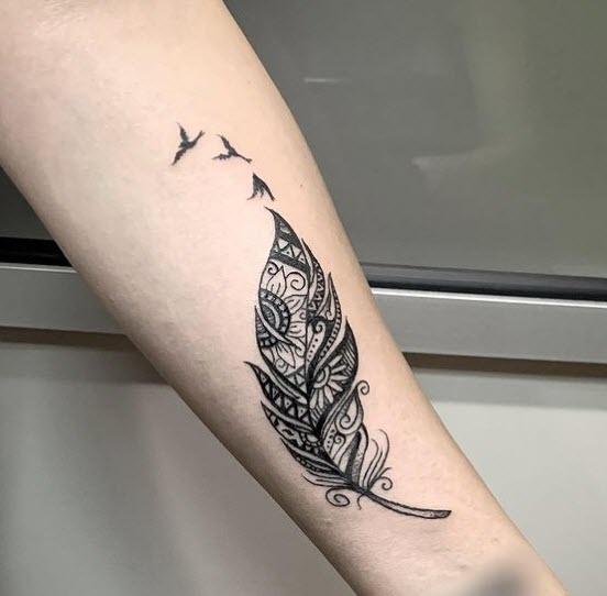 Tatuaje pluma mándala