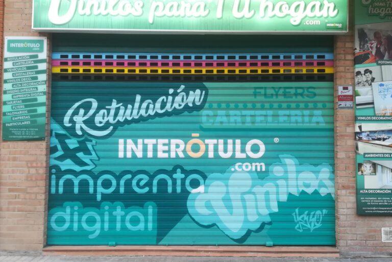 Graffiti en cierre metálico: Persiana InteRótulo