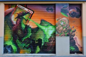 Grafiteros de Valencia - Graffiti en cierre metálico: Vitruvian Freaks