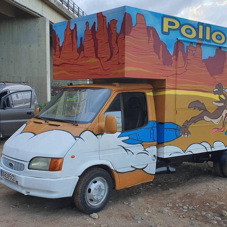 Graffiti decorativo del Correcaminos en una furgoneta