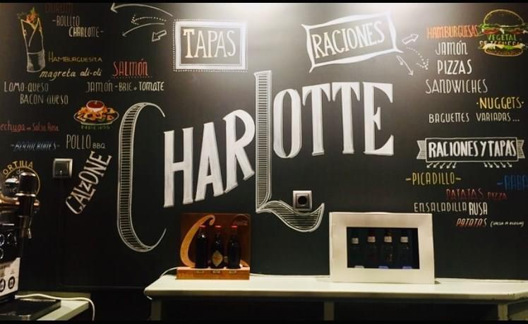 Rotulación a mano: Mural decorativo e informativo de restaurante