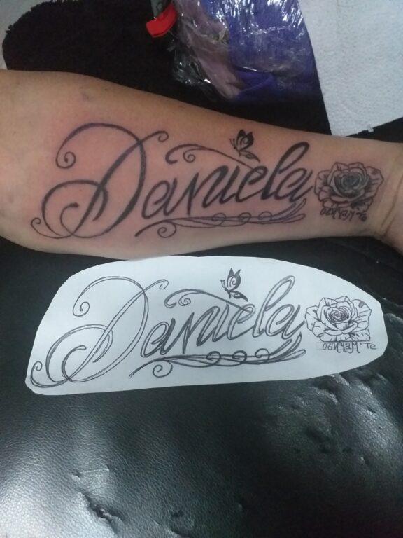Tatuaje de nombre Daniela