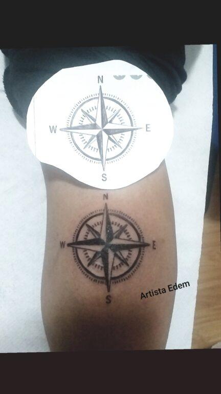 Tatuaje de la Rosa de los vientos