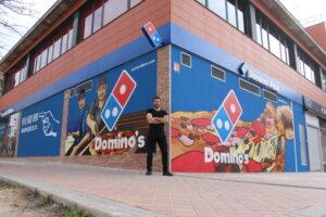 Graffiteros en Madrid - Mural Fachada exterior Domino´s Pizza